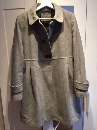 Abrigo mujer Zara gris de segunda mano por 15 € en Madrid en