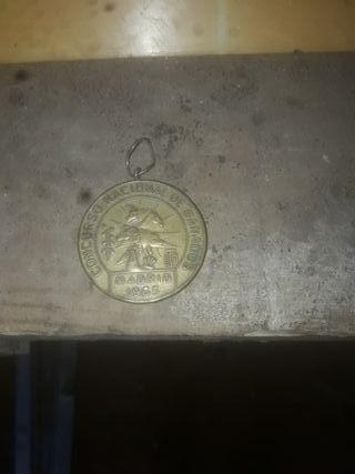 pequeño llavero o medalla antigua