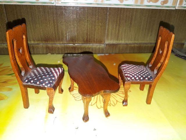 Mesa y sillas comedor casa de muñecas de segunda mano por 4 € en ...