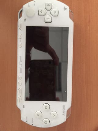 Consola Sony PSP y 6 juegos