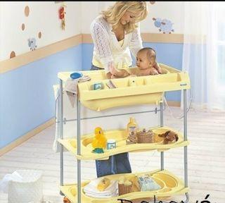 Bañera cambiador con estantes y ruedas