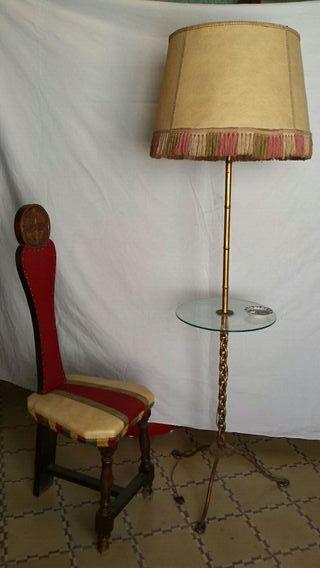 Conjunto de lámpara vintage y silla maziza