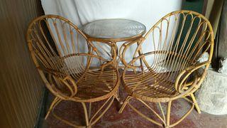Conjunto mesa y sillas de bambú