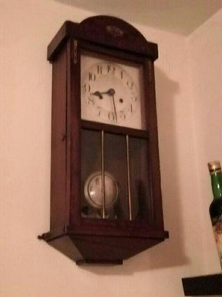 Reloj de péndulo de pared.