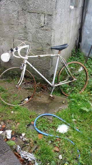 Bicicleta de carreras. mediana Bh