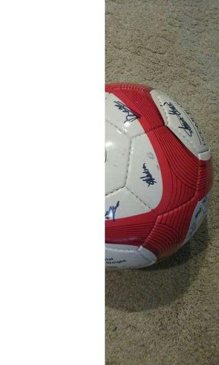 balon de futbol en perfecto estado.