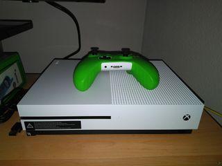 Se vende Xbox One S 500Gb