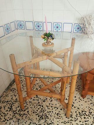 Conjunto mesa y cuatro sillas