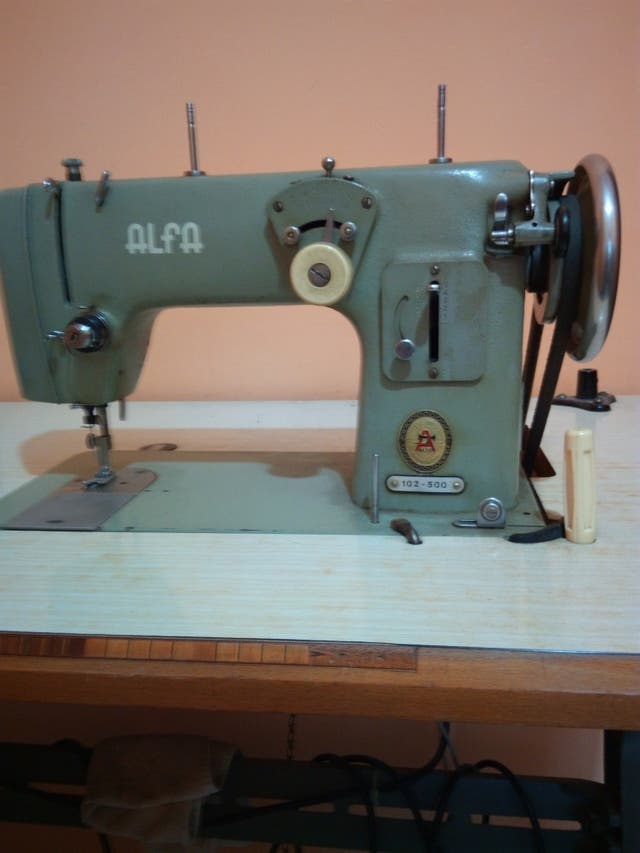 Maquina de coser Alfa 102-500 de segunda mano por 100 € en