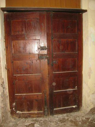 Puertas antiguas. Madera de mobila