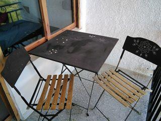 Mesita con dos sillas para terraza