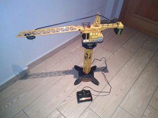 Grúa mecánica de juguete radio control.