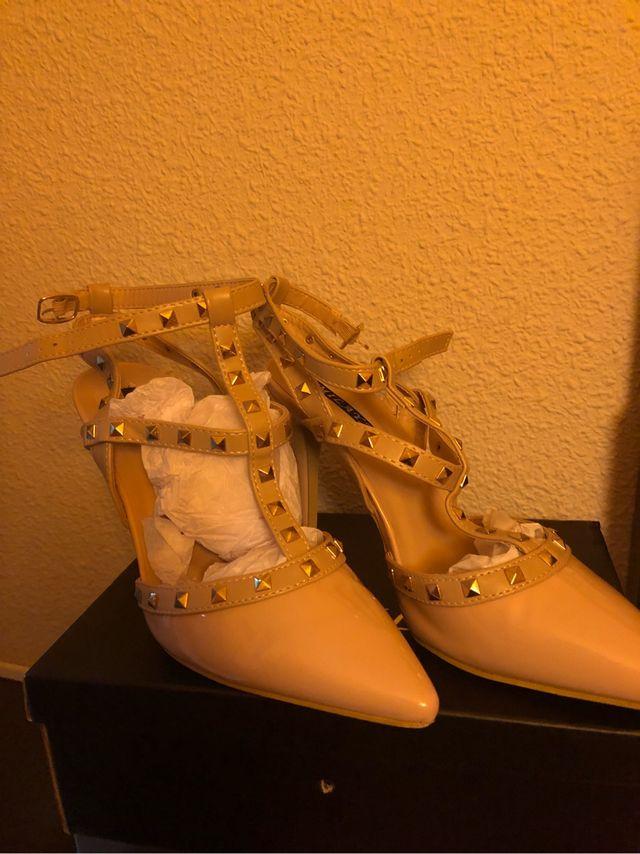 Zapatos estilo Valentino número 40