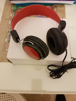 auriculares rojos