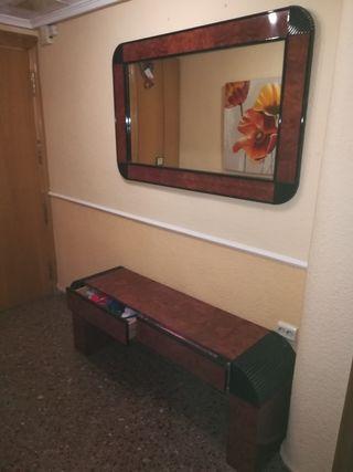 Mueble de entadita con espejo de madera de bubina