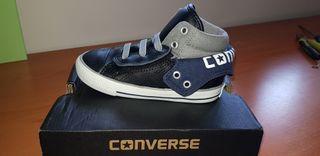 Zapatillas, botas, Converse. Nuevas. Talla 25-26.