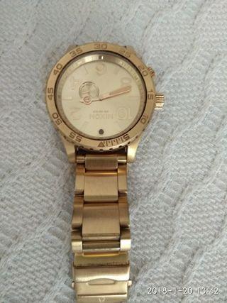 Reloj Nixon Dorado, mareas.