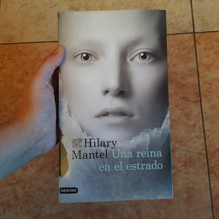 libro: hilary mantel, 'una reina en el estrado'.