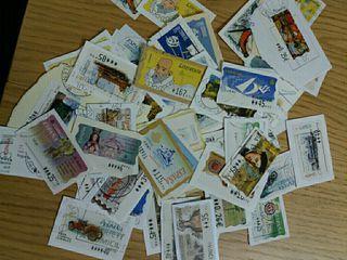 124 sellos autoadhesivos usados