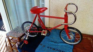 Bicicleta antigua infantil roja