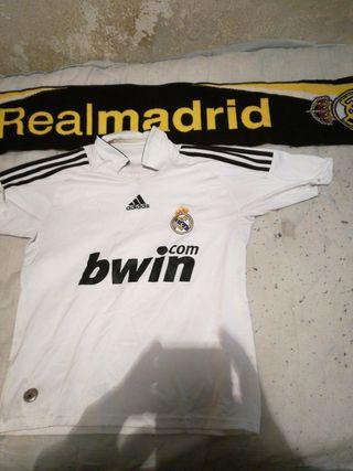 Camiseta del Real Madrid talla M con bufanda sin n