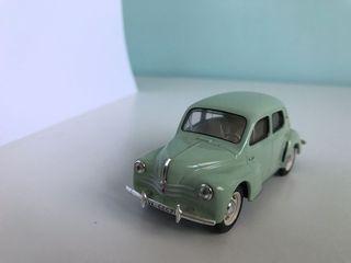 Maqueta de coche Renault 4/4
