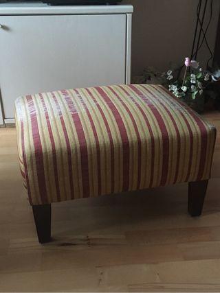 Puf tapizado reposapies