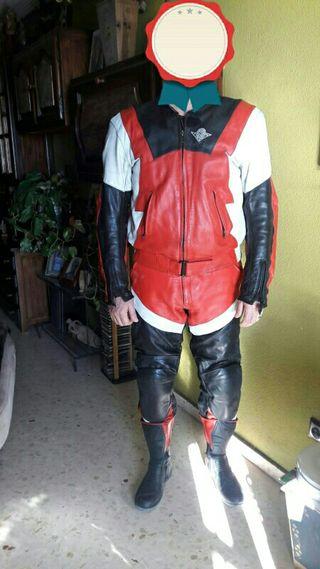 Mono completo de moto