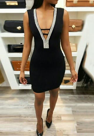 Vestido Negro de Fiesta, está de Moda