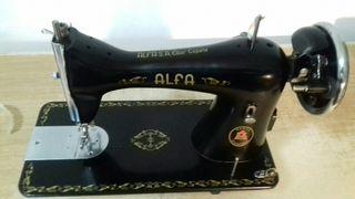 Maquina de coser Alfa negra
