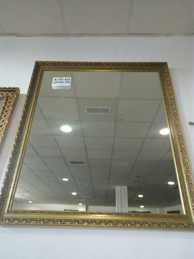 Espejo Marco dorado. Grande de segunda mano por 90 € en Tomares ...