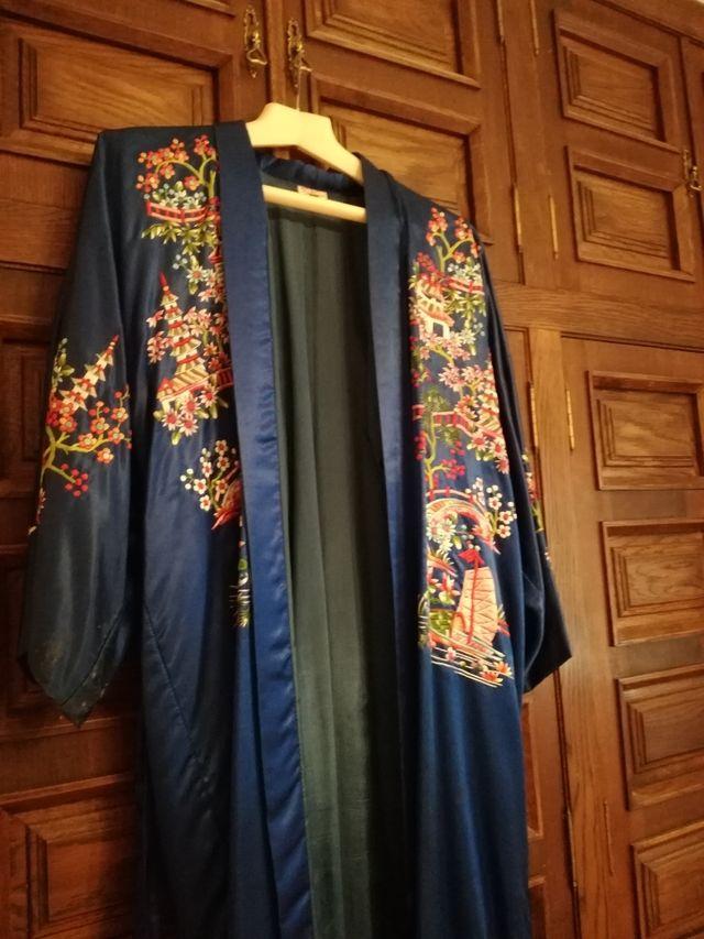 Kimono seda natural de segunda mano por 150 € en Valencia en WALLAPOP