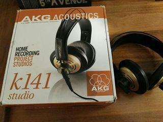 Auriculares AKG 141