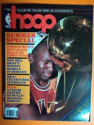 Revista de basket Hoop con póster de Jordan