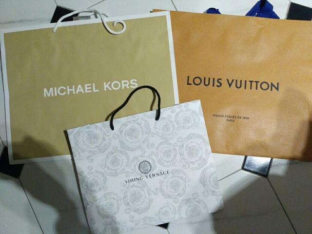 e248f06a1 Bolsas de compras Louis Vuitton, Michael Kors de segunda mano por 15 ...