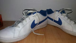 Chaussures Nike blanches et bleues