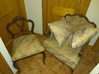 Sillones y silla antiguos