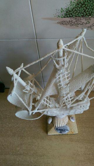 barco blanco recuerdo torrevieja