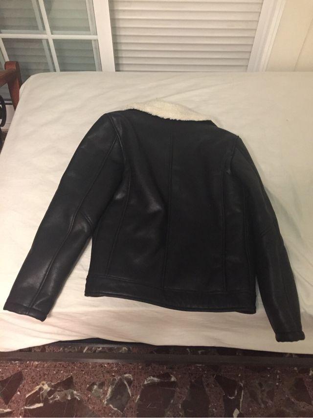 Chaqueta de cuero negra (Zara)