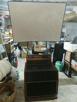 proyector con pantalla