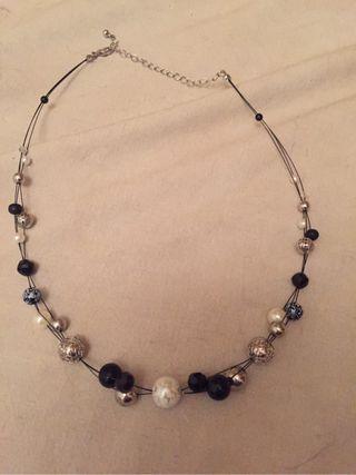 Colgante mujer perlas