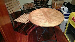Mesa y sillas en madera y hierro forjado