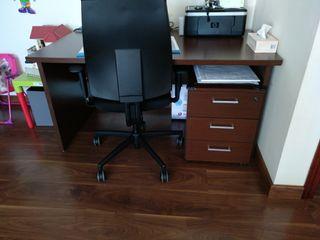 conjunto de despacho, mesa cajonera y silla