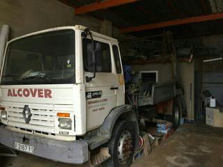 camion transporta contenedores