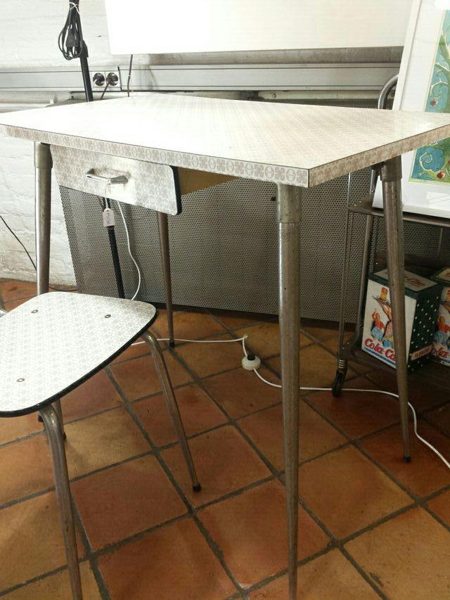 Mesa cocina vintage de segunda mano por 85 € en Barcelona en WALLAPOP