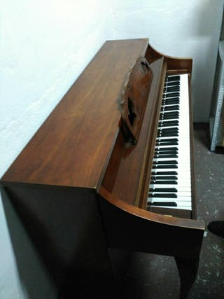 Piano de Pared Whitney Kendall