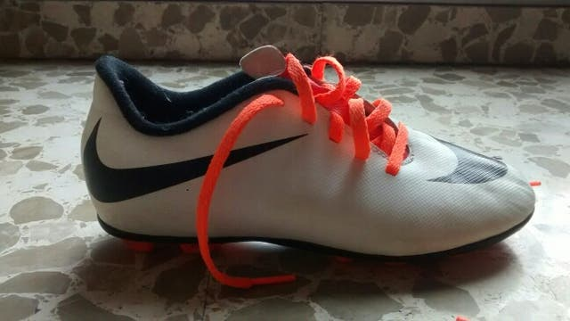 botas fútbol Nike T. 33