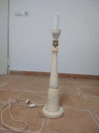 Pie de lámpara de alabastro