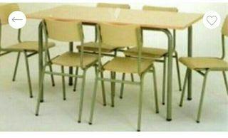 mesas y cinco sillas