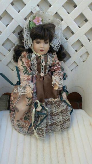 Porcelana. Muñeca de porcelana